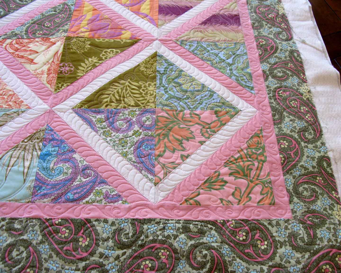 Quilt Patterns With Floral Fabric : Molly Floral Quilt Carla Barrett